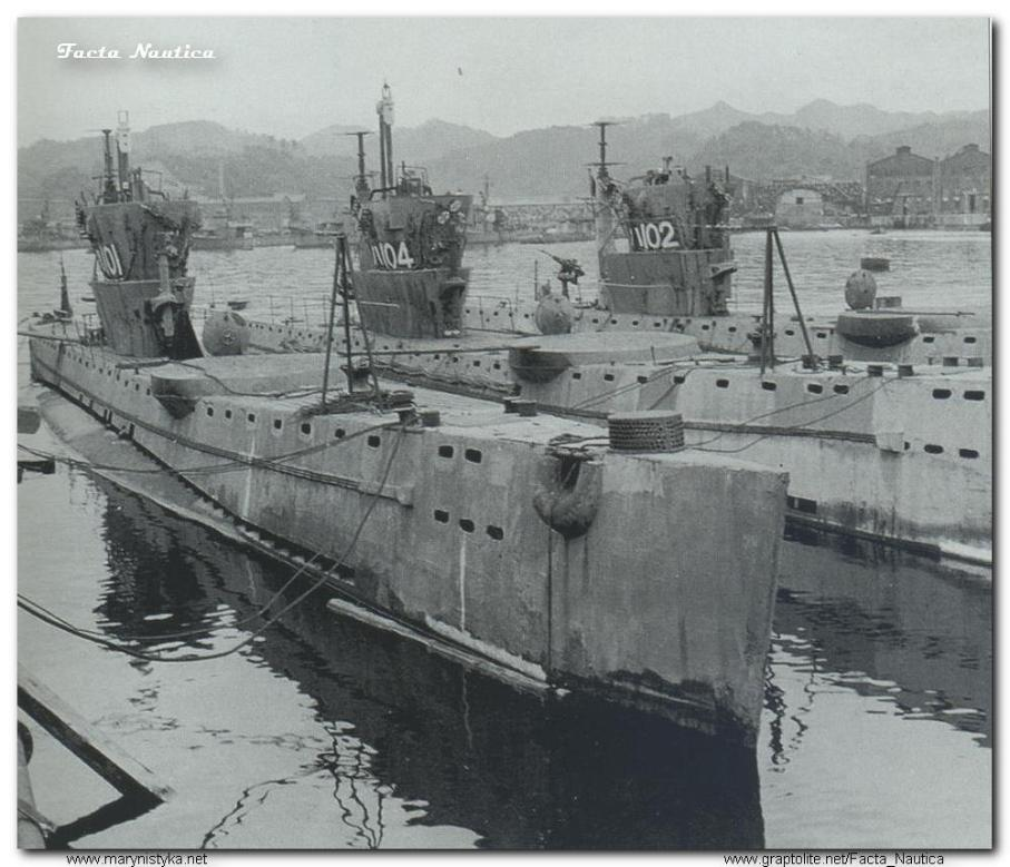 Japo�skie ma�e podwodne okr�ty transportowe HA-101, HA-102 i HA-104. The Japanese small transport submarines HA-101, HA-102, and HA-104.